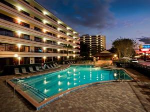 Outdoor pool at Rosen Inn at Pointe Orlando.