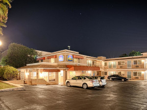 Exterior view of Best Western Country Inn Poway.