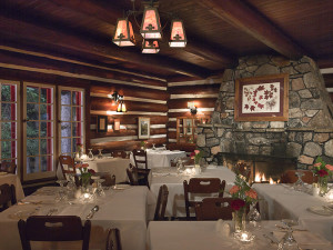 Algonquin Park Lodge dining at Killarney Lodge.