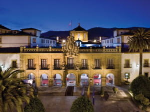 Exterior view of Hotel de la Reconquista.