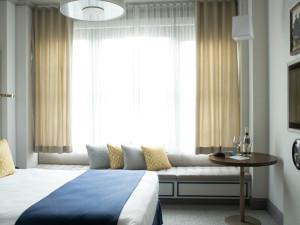 Guest room at Warwick San Francisco Hotel.