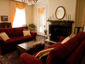 Living room at Holladay House Bed & Breakfast.