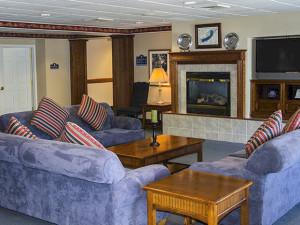 Suite living room at Delavan Lake Resort.