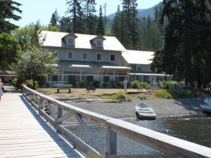 Exterior view of Lake Crecent Lodge.
