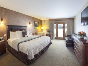 Guest bedroom at Golden Arrow Lakeside Resort.
