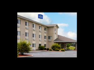 Exterior view of Baymont InnSuites Howell.