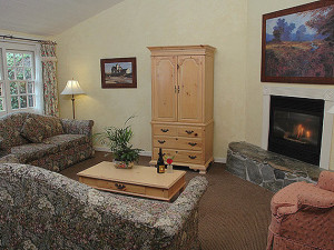 Suite living room at Sea Otter Inn.