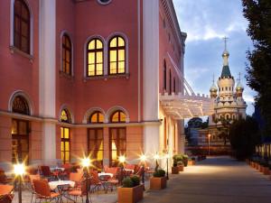 Exterior view of Renaissance Vienna Penta Hotel.