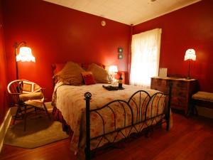 Guestroom at the Fullerton Inn.