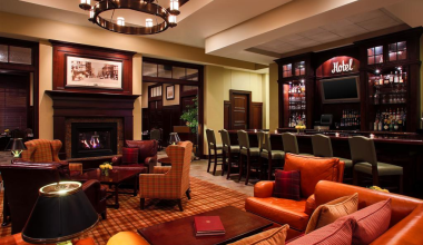 Lounge area at Sheraton Duluth Hotel.