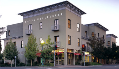 Exterior view of Hotel Healdsburg.