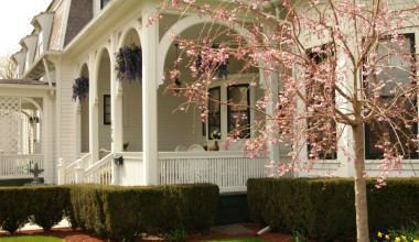 Exterior view of 1840 Inn on the Main Bed and Breakfast.