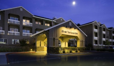 Exterior view of River Terrace Inn.