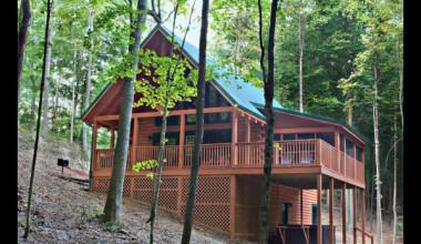 Cabin exterior at Hummingbird Hill Cabin Rentals.