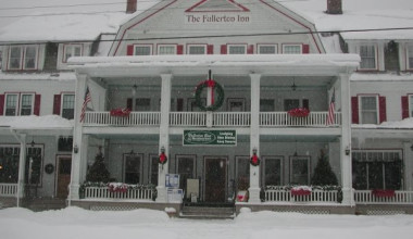 Exterior winter view at Fullerton Inn