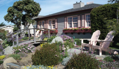Exterior view of Sea Otter Inn.