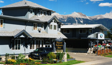 Exterior view at Mount Robson Inn.