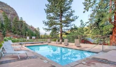 Outdoor pool at Black Canyon Inn.