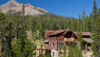 Cabin exterior at Big Sky Vacation Rentals.