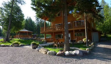 Lodge Exterior at Timber Wolf Resort