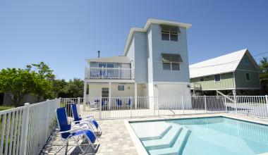 Rental pool at Paradise Properties Vacation Rentals & Sales.
