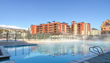 Grand Timber Lodge outdoor pool at Breckenridge Discount Lodging.