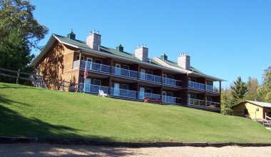 Exterior view of Quarterdeck Resort.