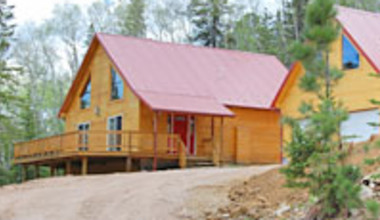 Red Roof Lodge at Deadwood Connections exterior.