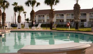 Outdoor pool at Kontiki Beach Resort Condos.