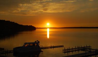 Lake sunset at Quarterdeck Resort.