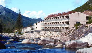 Exterior view of Yosemite View Lodge.