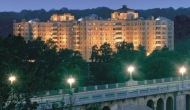 Exterior view of Omni Shoreham Hotel.