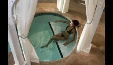 Hot tub at Sir Sam's Inn.