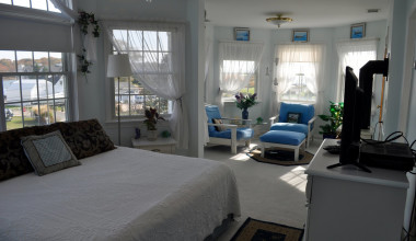 Guest suite at A Victorian On The Bay.