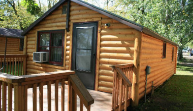 Cabin exterior at Hook Line & Sucher Resort.