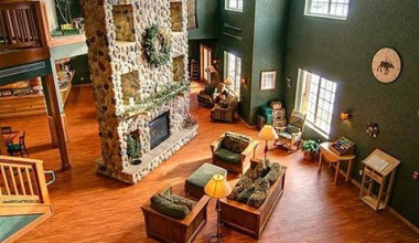 Lobby view at Rapid River Lodge & Waterpark.