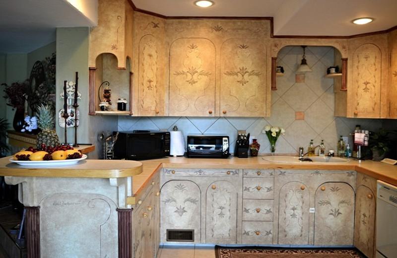Guest room kitchen at A Vista Villa Couples Retreat.