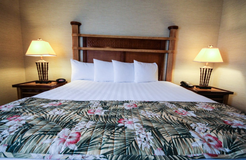 Guest bed at Maui Sands Resort & Indoor Waterpark.