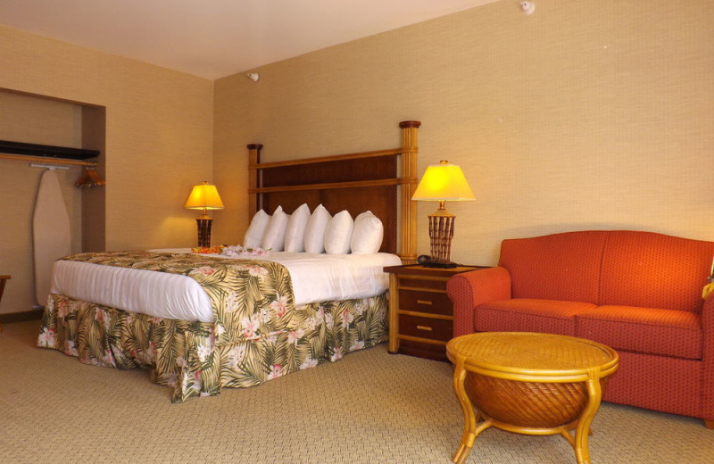 Guest room at Maui Sands Resort & Indoor Waterpark.