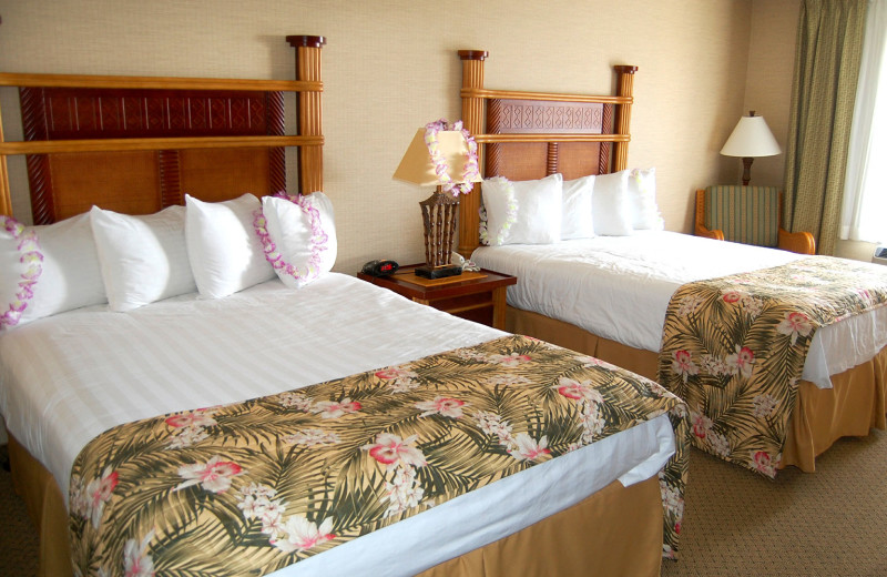 Two bed guest room at Maui Sands Resort & Indoor Waterpark.
