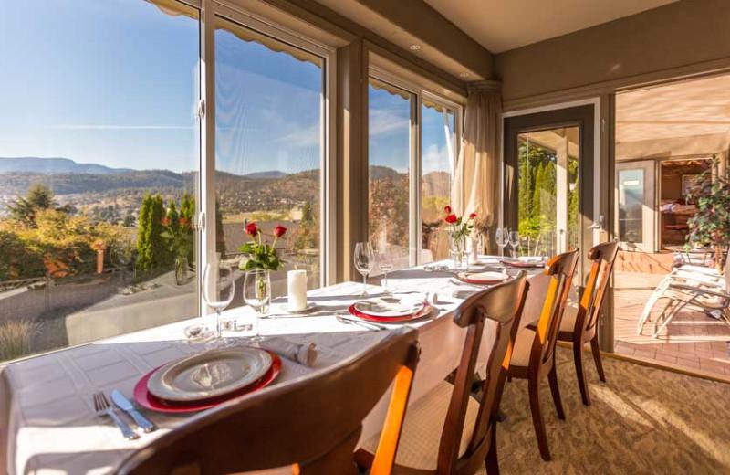 Dining at A Vista Villa Couples Retreat.