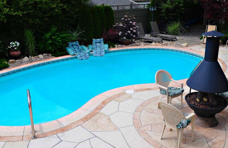 Outdoor pool at A Vista Villa Couples Retreat.