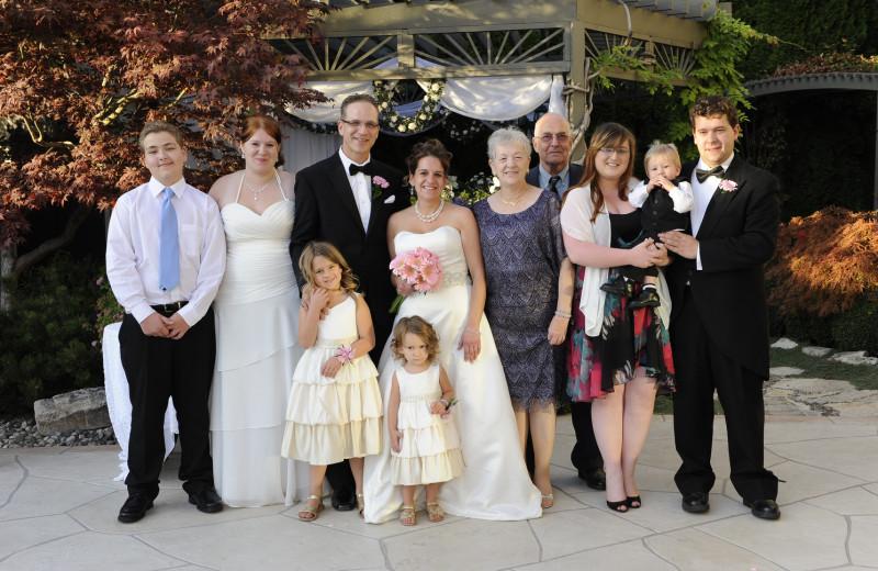 Wedding party at A Vista Villa Couples Retreat.
