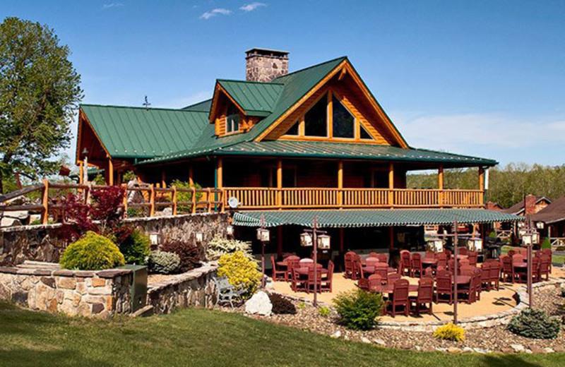 Exterior view of Smoke Hole Caverns & Log Cabin Resort.