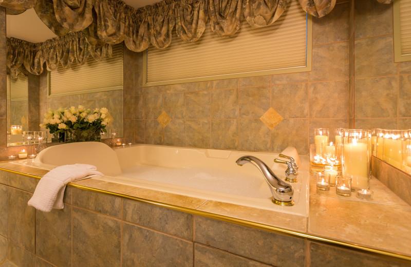 Guest Jacuzzi at A Vista Villa Couples Retreat.