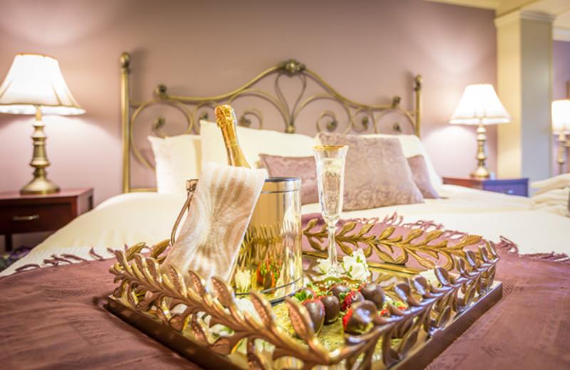 Guest room bed at A Vista Villa Couples Retreat.