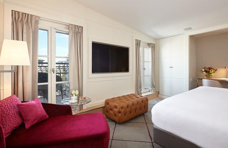 Guest room at Hotel Opéra Richepanse.