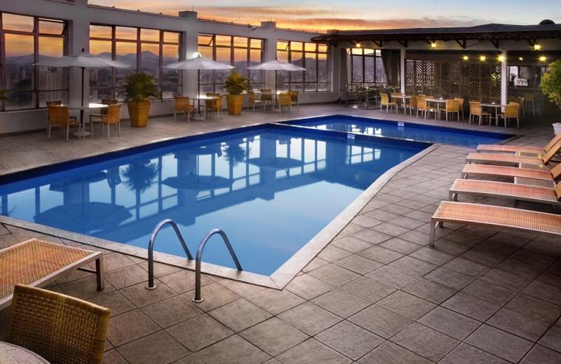 Outdoor pool at Belo Horizonte Othon Palace Hotel.