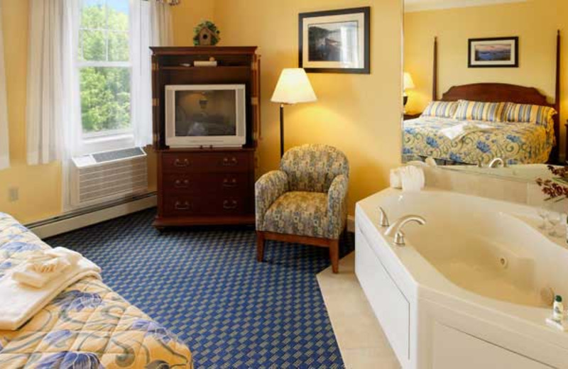 Jacuzzi suite at Steele Hill Resort.