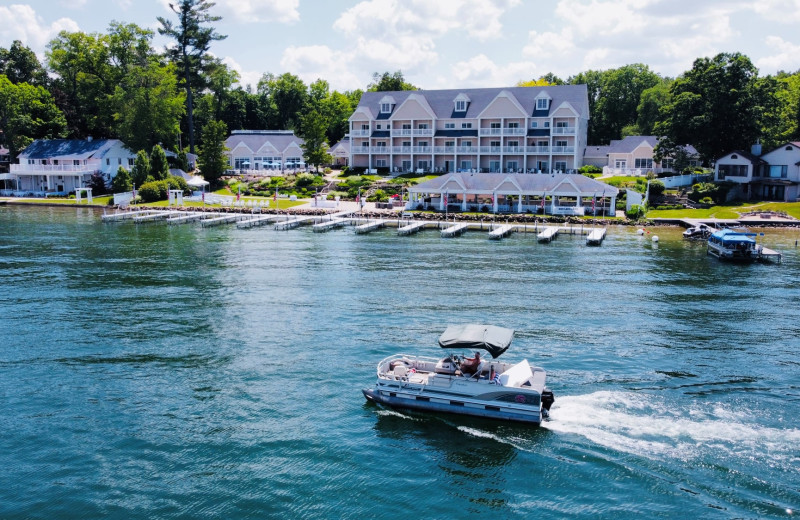 Boating at Bay Pointe Inn Lakefront Resort.